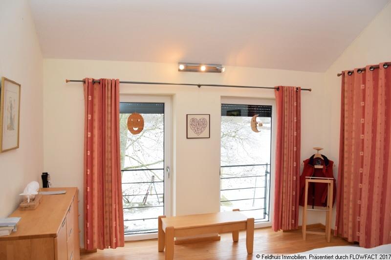 Schlafzimmer DG links