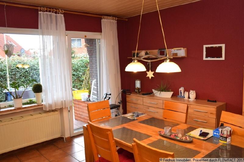 Küche mit Essbereich und Zugang zur Terrasse
