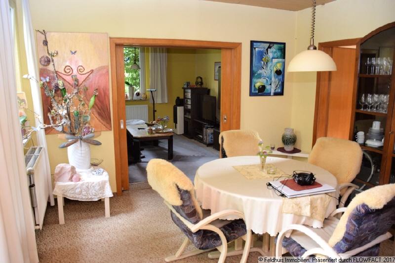 Esszimmer mit Zugang zum Wohnzimmer